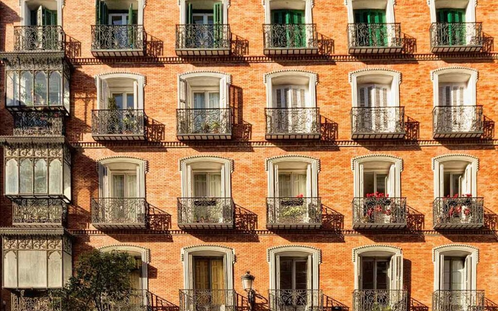 El seguro paga 752.704 euros al día por arreglar daños en zonas comunes en comunidades de propietarios